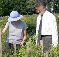 Mayor Jackson tours the garden